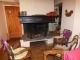 Coin cheminée au 1er étage. À gauche de la photo, porte vers les chambres et la salle de bain.